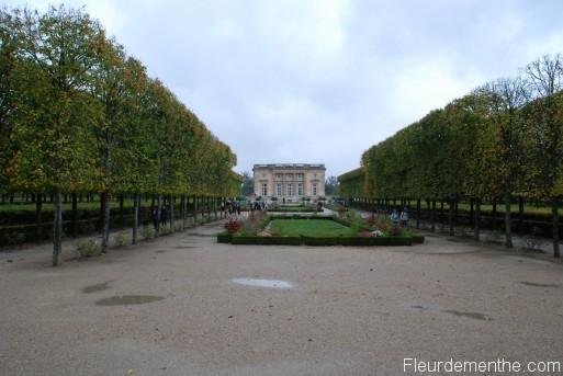 Petit Trianon vu des jardins