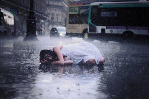 tristesse femme pluie