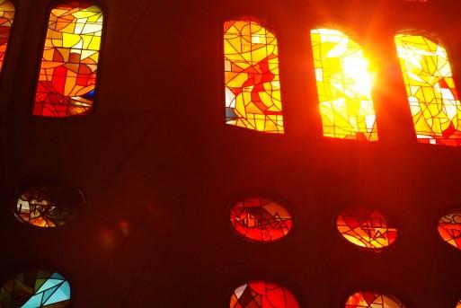 vitraux oranges sagrada famila