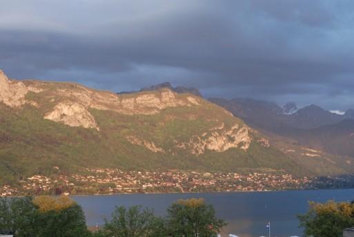 montagnes autour du lac d'annecy