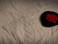 bonnet noir rouge
