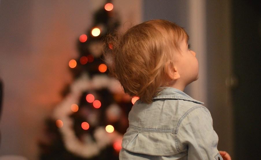 Son premier sapin de Noël
